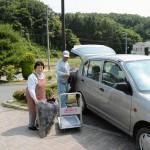 Maanviljelijä Masao Hoshi kävi vaimoineen ostoksilla lähikaupassa. Maanviljelijöille ja kalastajille Fukushiman alueen ruuan maine on elinehto.
