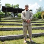 Zenbuddhalainen munkki Sokyu Genyu on kerännyt Fuksuhiman ydinvoimalaonnettomuudesta kärsineiden tarinoita ylös. Hänen mukaansa epävarmuutta ja pelkoa on edelleen neljä vuotta onnettomuuden jälkeen.