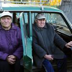 """Lubov, 63, ja Viktor, 61, asuvat Russkaya Techan kylässä. """"Kolmasosa kyläläisistä on kuollut syöpään"""", Viktor sanoo."""