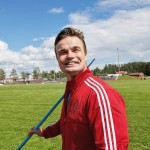 Pihtipudas on kuulunut Matti Närhen kesään lapsesta asti. Entinen arvokisaheittäjä on nyt keihäskoulun rehtori.