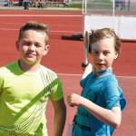 Henri Hiironen ja Aaro Tikka heittivät monen muun tavoin keihäskoulussa oman ennätyksensä.
