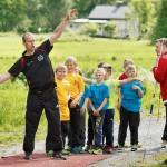 Jouni Koukari (vas.) ja Petri Matikainen ohjaavat 9–11- vuotiaiden poikien ryhmää.