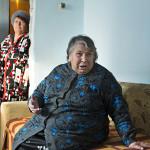 """Brodokalmakissa asuva Nadeja Soboleva, 76, varttui Tetshan varrella. """"Käytimme vettä kokkaamiseen ja tiskaamiseen. Joen myrkyllisyydestä huhuttiin kylällä, mutta virallisesti sitä ei myönnetty."""""""
