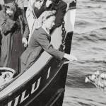 Kapteeni Iivari Karppisen vaimon jäähyväiset siunaustilaisuudessa Perämerellä 14.7.1946.