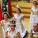 Elisabet II nousi valtaistuimelle vuonna 1952 isänsä kuoleman jälkeen. Juhlalliset kruunajaiset järjestettiin seuraavana vuonna.Ensimmäistä kertaa kuninkaallisten historiassa kruunajaiset myös televisioitiin.