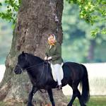 Hevoset ovat aina olleet Elisabetille erityisen rakkaita. Hän ratsastaa yhä, vaikka tahti onkin hiljentynyt.