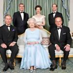 Elisabetin ja Philipin timanttihääpäivän kunniaksi otettiin perhekuva vuonna 2007. Kuninkaallisen avioparin neljä lasta ovat prinssi Charles (vas.), prinssi Andrew, prinsessa Anne ja prinssi Edward.