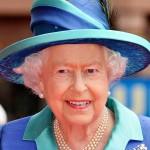 Elisabet on jaksanut hymyillä hillitysti kuningattarena 63 vuotta.