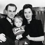 Georg ja Asta Ots onnellisina vuonna 1945, kun pariskunta oli palannut Jaroslavlista. Sylissä esikoispoika Ülo.