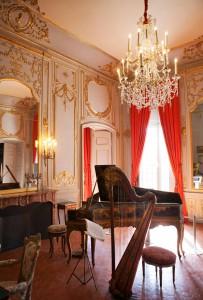 Musiikkihuone Caumont-taidekeskuksen museossa.