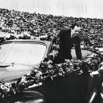 Palvottu Georg Ots saapuu esiintymään täpotäydelle Kirovin stadionille Leningradissa.