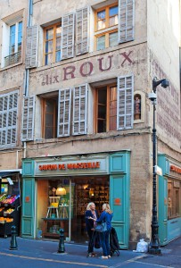 Aixin keskusta tarjoaa vanhaa arkkitehtuuria ja lukemattomia ostospaikkoja.