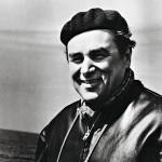 Georg Ots viihtyi merellä. Tässä hän on tutustumassa sota-alukseen 1962. Samana vuonna hän levytti Rakastan sinua elämä -laulun.