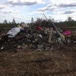 Tilanne laittomaksi kaatopaikaksi epäilyllä paikalla, kun Kittilän kunnan ympäristösihteeri saapui paikalle ensimmäisen kerran elokuussa 2015.