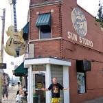 Memphisin Sun Studiossa äänitettiin Kari Tapion juhlalevyltä löytyvä Elviksen kappale.