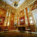 Tsarskoje Selon eli Katariinan palatsin nykyinen meripihkahuone on kopio alkuperäisestä. Palatsi sijaitsee Puskinin kaupunginosassa 21 kilometriä Pietarin keskustasta.