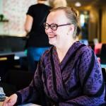 Ritva Rajamäki on ensimmäistä kertaa vapaa-ehtoistyössä. Idea syntyi sattumalta hammaslääkärireissulla.