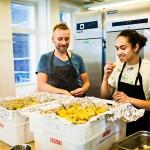 Jyrki Tsutsunen ja Aleksi Nikander ovat ravintola-alan ammattilaisia. Tältä työkeikalta ei makseta palkkaa, ellei hyvää mieltä sellaiseksi lasketa.