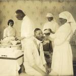 Vapautettuja sotavankeja hoidetaan Torniossa 1915. Valokuvan otti haaparantalainen kuvaaja Mia Green.