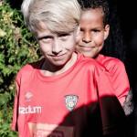 Gabriel Europaeus (vas.)  ja Oumar Balde haaveilevat  ammattijalkapalloilijan urasta.