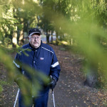 Klaus Lönnström lenkkeilee päivittäin, mutta aiempaa hitaammin.