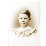 Sylva taltioi makeisrasiaan kuvan itsestään 7-vuotiaana.