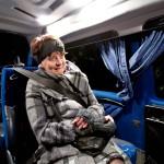 Markkinavetoinen julkinen liikenne on kova haaste syrjäseudulla. Keuruun junataksin aamuvuorolla eläkeläinen Varpu Heinonen on ainoa matkustaja.