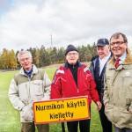 """Yhteen aikaan tätä kenttää sanottiin Suomen Alma Ataksi"""", kehaisee Keijo Karttunen (vas.). Myös Erkki Sundström, Pekka Nikkinen ja Arvi Lind viettivät vapaa-aikansa Lauritsalan urheilukentällä."""