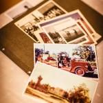 Monet muistot kumpuavat vanhoista valokuvista. Kuvan paloautolla Arvi Lind opetteli ajamaan.