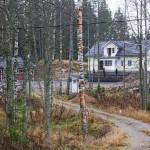 Aarnion porvoolaisen omakotitalon piha on siivottu rakennusjätteestä. Talo oli muuttovalmis, kun Aarnio otettiin kiinni kaksi vuotta sitten.