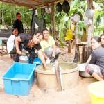Ban Na Ngamin kylän keskus on temppelialue, jossa kyläläiset kokkaavat ja syövät viikonloppuisin yhdessä.