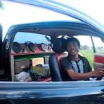 Promin nuorempi poika Pakkaphon on saanut perheen autoon jytävälineet.