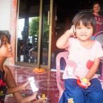 Ensimmäiseksi marjarahoilla ostettiin suvun lapsille leluja ja oppikirjoja. Fin-tyttö sai ensimmäisen puhelimensa ja Am-tyttö englannin kielen oppaan.