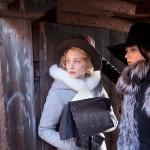Elokuvassa Ebba Sparren (Sarah Gadon) ja Kristiinan välit ovat intiimin läheiset. Iäkkäämpänä Kristiina rakasti intohimoisesti katolista pappia Azzolinoa.