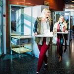 Vantaalaisen Lumon lukion opiskelijat Noora Luoma-aho (vas.) ja Kiti Ainasoja syövät yleensä lautasensa tyhjiksi. He ovat oppineet ottamaan ruokaa sopivan annoksen.