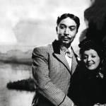 Näin onnellisena Piaf poseeraa ensimmäisen aviomiehensä Jacques Pillsin käsipuolessa elokuvassa Only the French Can.