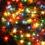Vilkkuva valo ja värit aktivoivat silmän verkkokalvoa ja näköaivokuorta enemmän kuin tasainen valo.
