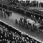 Marsalkka  C.G.E Mannerheimin hautajaissaattue Arkadiankadulla 4.2.1951.
