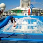 Laivalla on mahdollisuus myös pelata minigolfia ja harjoitella surffausta.