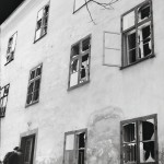 Jotain odottamatonta Tukholmassa: pommien rikkomia seiniä ja ikkunoita, tulta ja savua.