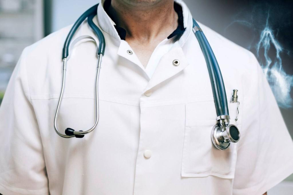 Onko potilas luulosairas, vai eikö lääkäri vain tunne tai tunnista hänen tautiaan? Aiemmin esimerkiksi astmaa pidettiin mielen aiheuttamana sairautena.