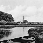 Peenejoki luikerteli aivan Demminin keskustan ja sen jykevän punatiilisen kirkon tuntumassa.