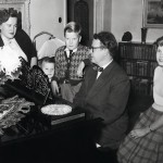 Toivo Kärki vaimonsa Ilman sekä lastensa Kalervon, Pekan ja Anna-Liisan kanssa.