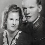 Liisa Laitisen ja Aarne Luoman kihlajaiskuva vuodelta 1942.