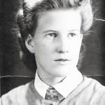 Liisa Laitinen lottapuvussa vuonna 1941.
