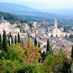 Assisin vanha keskusta edustaa keskiaikaista arkkitehtuuria.
