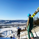 Lillehammerin rinteitä nuolevien hyppyrimäkien laelta avautuu komeat näkymät kaupunkiin.