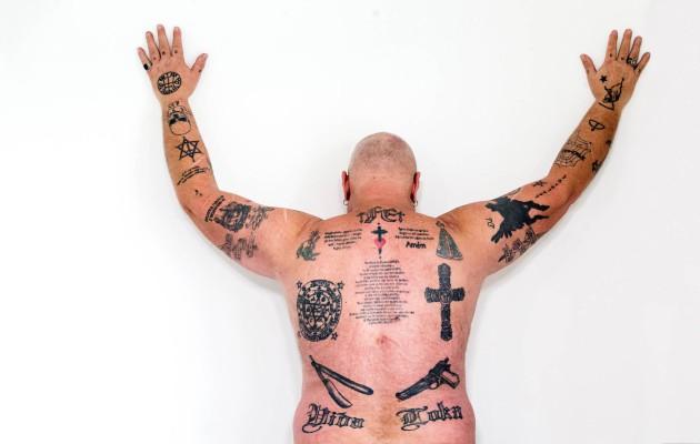 tatuoinnit saattajat huumeita