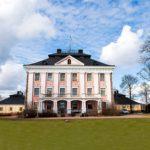 Suur-Sarvilahden kartano sijaitsee Pernajassa. Se ei enää ole von Bornin suvulla.