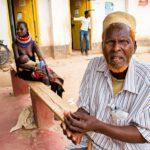 Somalialainen Ahmed Yusuf on viittä kieltä puhuva työtön apteekkari, jolla ei ole rahaa edes Nairobin bussiin.